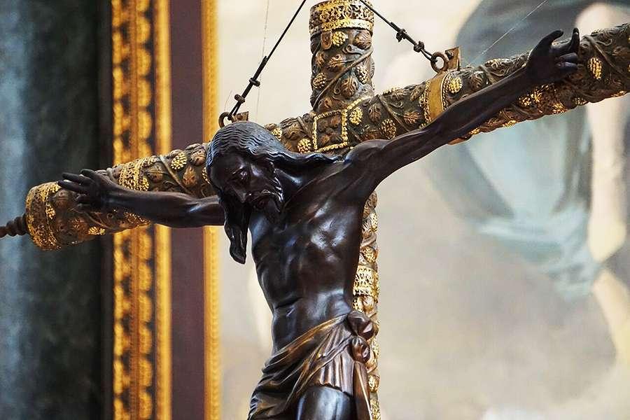 Crucifix_Credit_David_Ramos_CNA